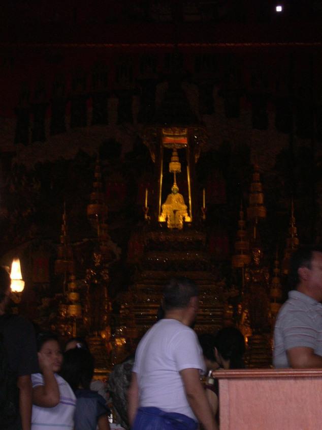 Temple du Wat Phra Keo où repose Petit Bouddha en Emeraude 65Cm.JPG