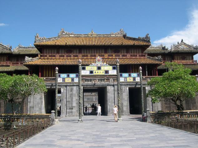 Visite de le Cité Impériale des Nguyen l'entrée de la porte de la Paix