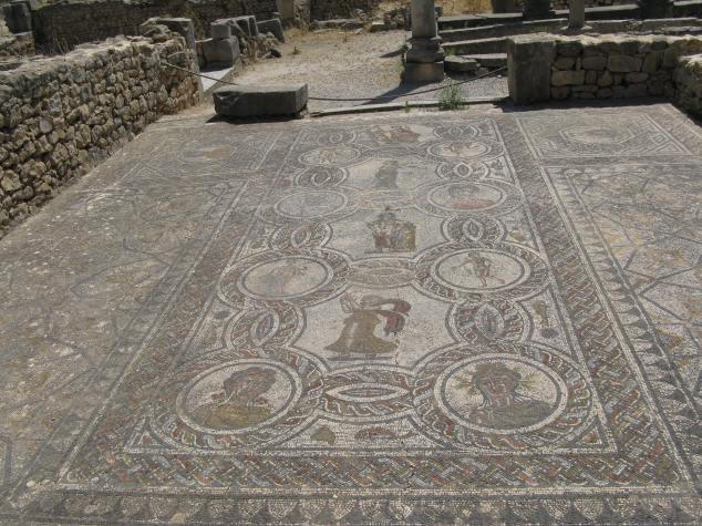 IMG_2781 Salle à manger triclinium de Dionysos