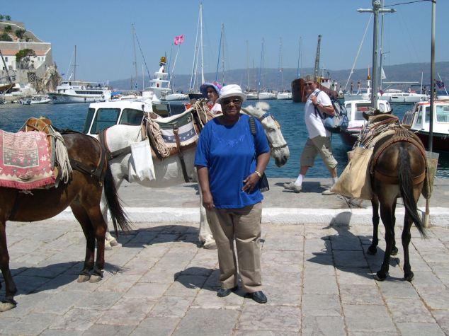 Jeanne à Poros avec les Ânes