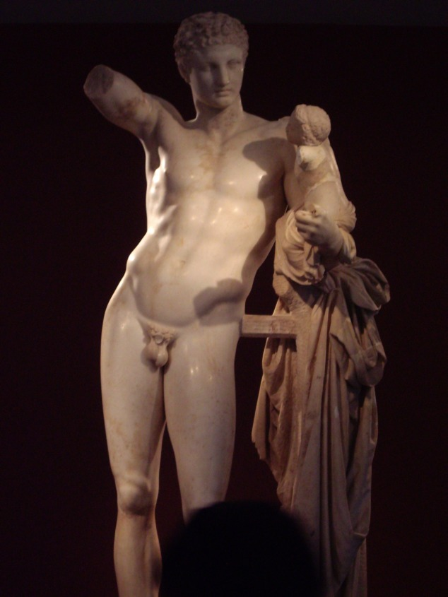 Statue d'Hermès portant Dionysos 045
