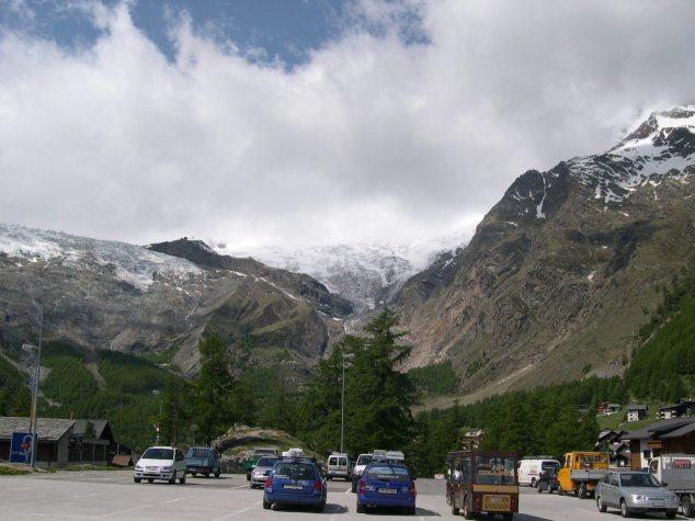 La Suisse et ses montagnes enneigées