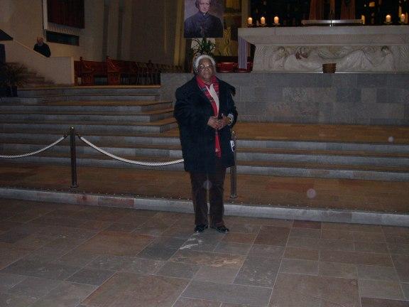 Jeanne devant l'autel