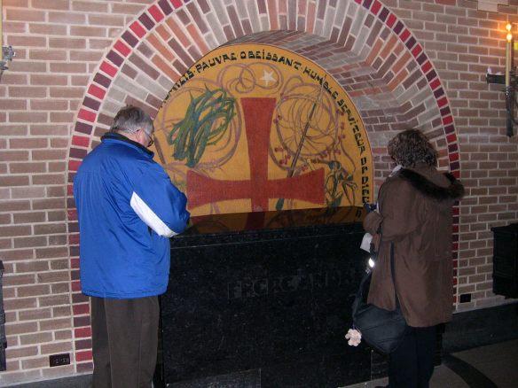 Père Justin et Mado priant