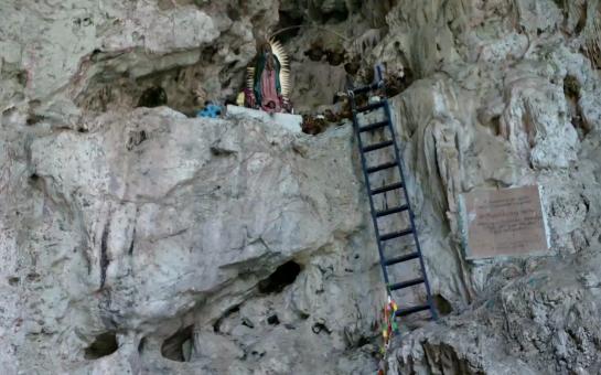 Vierge  au creux d'un rocher