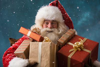 pere-noel-avec-des-cadeaux