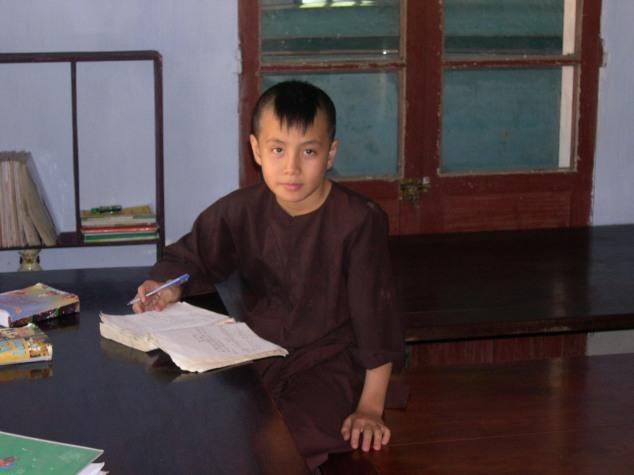 Visite de la Pagode la Dame Céleste 5 un Petit moine