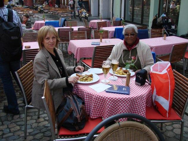 au restaurant Sylviane et Jeanne