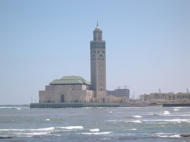 Casablanca Son minaret vue de loin
