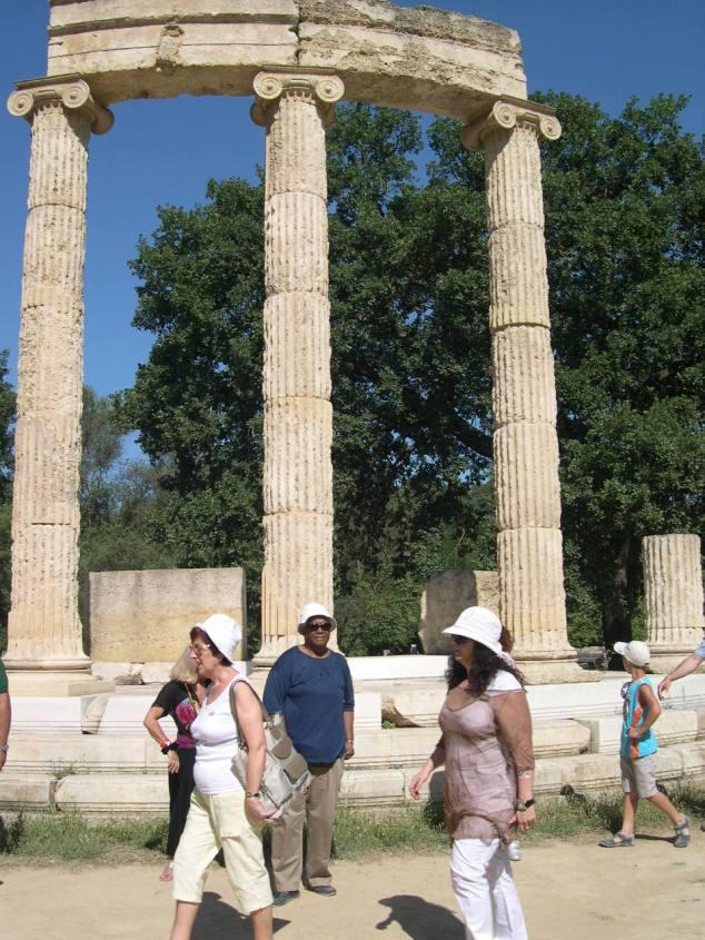 jeanne dans les ruines d'Olympie