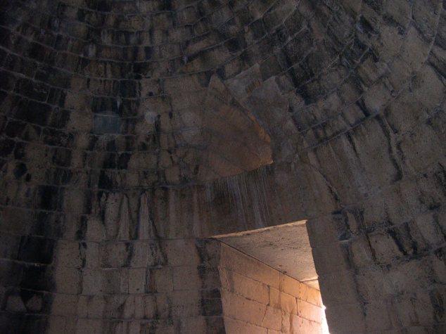 l'interieur du tombeau d'Agamemnon