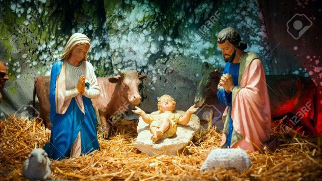 29216419-crèche-de-noël-avec-l-enfant-jésus-marie-joseph-dans-la-grange.jpg123