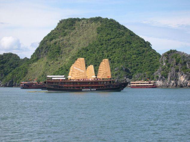 La Baie d'Halong 10 avec une Jonque traditionnelle
