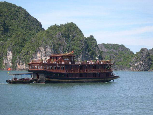 La Baie d'Halong 9 avec une Jonque tran
