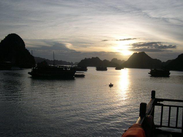 La Baie d'Halong à l'aurore 3