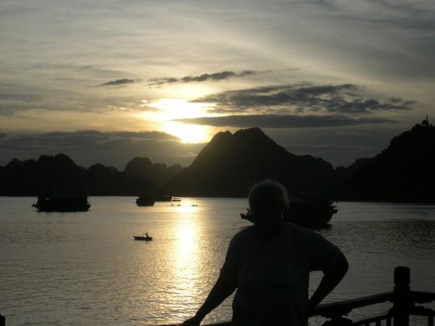 La Baie d'Halong à l'aurore 5