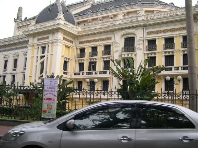 Le Théatre à Hanoi 2 face sur coté